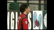 Esposito, palo clamoroso contro il Lecce