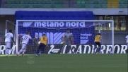 Pazzini segna dal dischetto il goal del pareggio del Verona contro il Milan