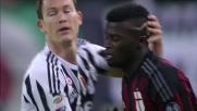Duello fisico allo Juventus Stadium fra Niang e Lichtsteiner concluso con il fallo dello svizzero