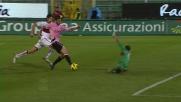 Mauricio Pinilla spreca l'invito al goal di Ilicic calciando a lato