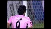 Toni spara, De Sanctis indovina l'angolo e para