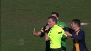 Con un contrasto Gonzalez atterra Torosidis: il Verona protesta ma l'arbitro assegna il rigore