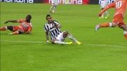 Recupero pericoloso in area di Vidal su Badu allo Juventus Stadium