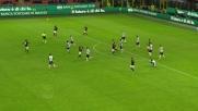 Karnezis respinge il tiro potente di Montolivo in Milan-Udinese