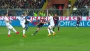 Acrobazia di Pavoletti sulla traversa contro l'Inter