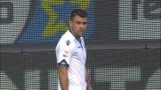 Brutto tackle di Mauricio su Wszolek: doppio giallo ed espulsione al Bentegodi