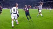 Il difensore del Milan Alex blocca il profeta Hernanes