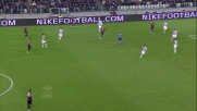 Caracciolo beffa la difesa della Juventus con un gran goal in pallonetto