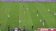Higuain con un colpo di tacco elegante serve Mertens contro il Genoa