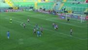 Silvestre sorprende Gomez alle spalle e d'anticipo gli ruba il pallone nell'area del Palermo