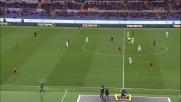 Donnarumma si oppone a Sadiq e respinge il tiro del giovane attaccante della Roma