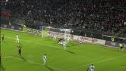 Cannavaro rischia l'autogoal in spaccata, la traversa salva il Napoli