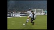 Zanetti 'strappa' il pallone dai piedi di Antonio Di Natale