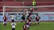 Da calcio d'angolo Larrivey colpisce la traversa di testa