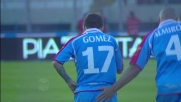 Il Papu Gomez vede la porta e tira, trema la traversa del Milan