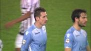 L'attaccante della Lazio Klose stende da dietro Evra