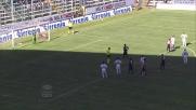 Pinilla segna il goal del vantaggio del Cagliari da calcio di rigore