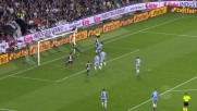 Strakosha mette in calcio d'angolo il colpo di testa di Perica in Udinese-Lazio