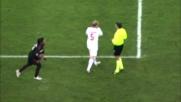 Masiello ostacola Ronaldinho: il Milan conquista il fallo