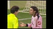 Mani in area di Zaccardo, calcio di rigore per il Livorno a Palermo