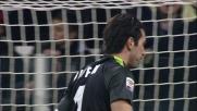 Buffon allunga la mano e para il tiro di Lazzari