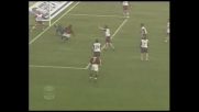 Seedorf para Kakà e colpisce la traversa