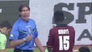 Mbaye viene espulso per aver preso la palla con la mano