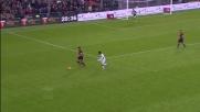 Il Genoa si aggrappa all'esperienza di Burdisso: grande contrasto difensivo!