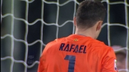 Al Bentegodi Rafael si oppone in tuffo al tiro di Rossi