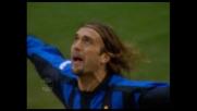 Batistuta salta Ferron e trova un goal per l'Inter contro il Como