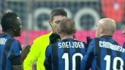 Sneijder applaude ironicamente l'arbitro: espulso per proteste nel derby di Milano