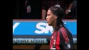 No look di Ronaldinho contro il Bologna, ma l'assist è impreciso