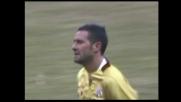 Incornata di Lucarelli: goal dell'1-0 del Livorno sulla Sampdoria