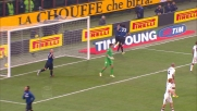 Thiago Motta segna il goal dell'1-0 al Cagliari infilando la porta da due passi