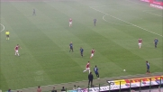 Sneijder ci prova da centrocampo ma Amelia blocca la palla