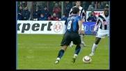 De Sanctis respinge il tiro dalla distanza di Pizarro nel match tra Inter e Udinese
