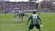 Danilo alza troppo il gomito in area e colpisce Borriello: rigore per l'Atalanta