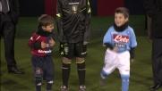 Cagliari contro Napoli, i bambini si scaldano per entrare