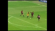 Milosevic si gira, Maldini gli toglie il pallone in scivolata