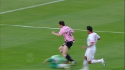 Darmian nasconde il pallone a Padelli che in uscita lo travolge: rigore per il Palermo