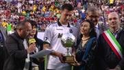 Acerbi riceve il pallone d'argento per il suo coraggio e professionalità