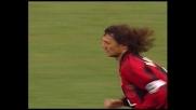 Maldini penetra in area e calcia, goal del Milan