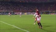 Huntelaar tiene in gioco il pallone e prova ad andare via con un tunnel