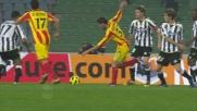 Benatia stende Jeda, calcio di rigore per il Lecce contro l'Udinese