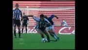 Pinzi scippa il pallone a Pinardi in Udinese-Atalanta
