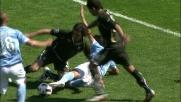 Biava sbilancia Cavani, cartellino rosso e rigore per il Napoli!