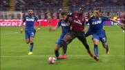 Antei spinge via Niang, calcio di rigore per il Milan tra le proteste del Sassuolo