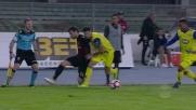 Poli nasconde il pallone e passa con un colpo di tacco in Chievo-Milan