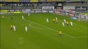 La deviazione da pochi passi di Pazzini termina sul fondo nel derby di Verona