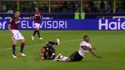 Da Costa in uscita travolge Luiz Adriano: rigore per il Milan al Dall'Ara